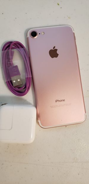 APPLE IPHONE 7 128 GB UNLOCKED. COLOR GOLD ROSE. WORK VERY WELL. INCLUDED CHARGER. PERFECT CONDITION. for Sale in Taylorsville, UT