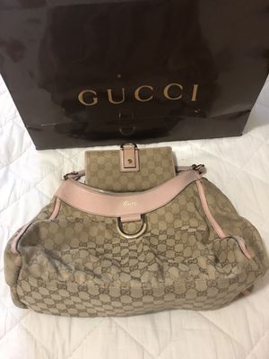Gucci bag with the wallet for Sale in Houston, TX