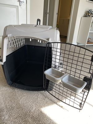 """Like new 28"""" dog crate for 20-30 lb dogs for Sale in Hialeah, FL"""