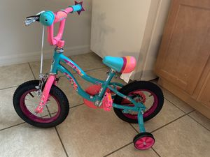 "Schwinn 12"" bike w/training wheels for Sale in Winter Haven, FL"