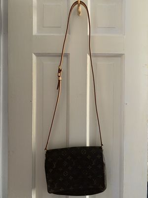 Authentic Louis Vuitton Musette for Sale in Cheshire, CT