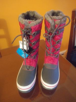 Size3 snow girls boots for Sale in Torrington, CT