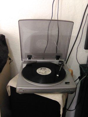 Aiwa record player turntable PX-E860 full automatic for Sale in Miami, FL