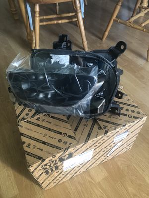 2014-2016 Jeep Cherokee Passenger Headlight BRAND NEW OEM IN BOX for Sale in Walnut Creek, CA