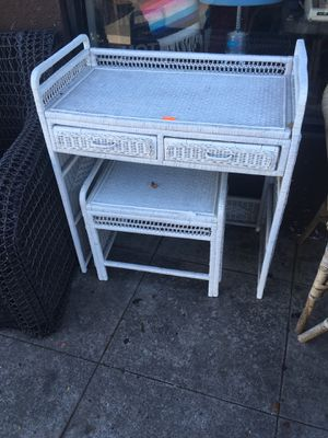 Desk vanity wicker white $50 for Sale in San Diego, CA