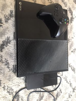 New Xbox1 : perfect condition MUST GO for Sale in Palatine, IL