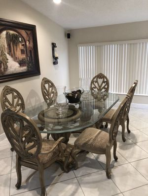 Beautiful Bevelled Edge Glass Dinning Room Table Set. for Sale in Miami, FL