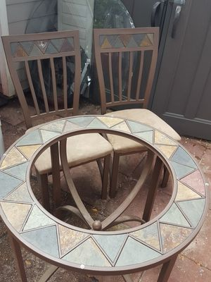 Table and chairs for Sale in Saint Petersburg, FL