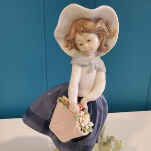"Lladro ""Pretty Pickings"" Figurine - Perfect Condition for Sale in West Orange, NJ"