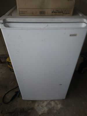 Mini fridge for Sale in Memphis, TN
