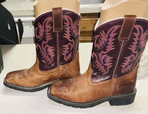 Boots LOOK BY ARIAT. THEY ARE WORKHOG,WATERPROOF, AND STEEL TOE. IN BOX $90 today for Sale in Mansfield, TX