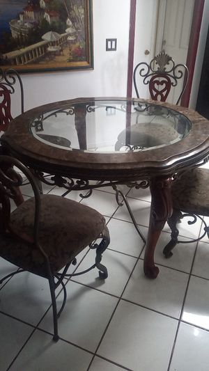 Dining table kitchen table for Sale in San Diego, CA