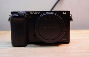 Sony A6000 mirrorless digital camera for Sale in Moreno Valley, CA