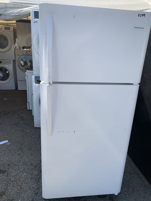 Frigidaire white top freezer refrigerator for Sale in Corona, CA