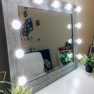 NEW LUXURY PROFESSIONAL MAKEUP VANITY MIRROR for Sale in Chicago, IL