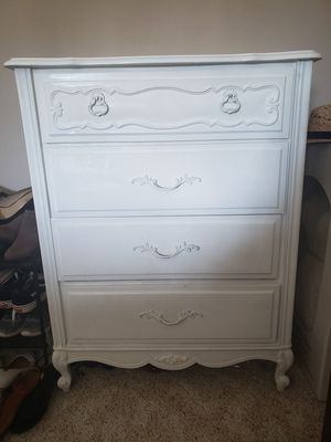 White Shabby chic 4 drawer dresser for Sale in Tacoma, WA