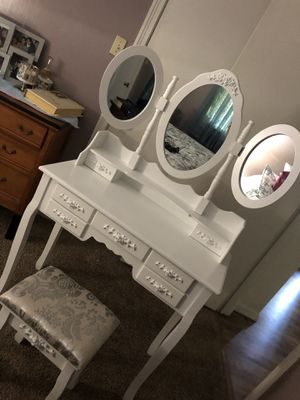 Make-up Vanity (Brand New) for Sale in Fort Worth, TX