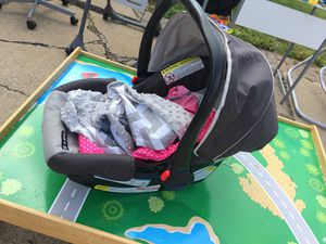Graco car seat with misquote cover and rain/snow cover for Sale in Sterling Heights, MI