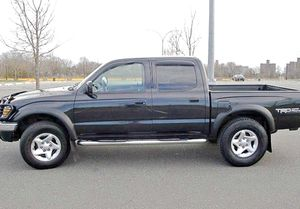 ֆ14OO 4WD Toyota Tacoma 4WD for Sale in Wichita, KS