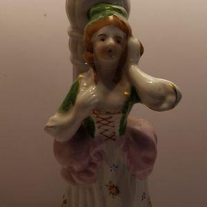 Colonial VINTAGE figurine Lamp Handpainted for Sale in Newport News, VA
