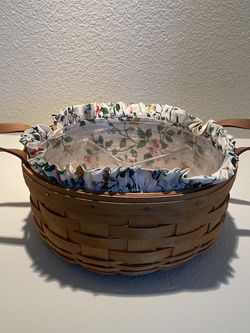 Longaberger basket With Liner for Sale in Tulalip,  WA