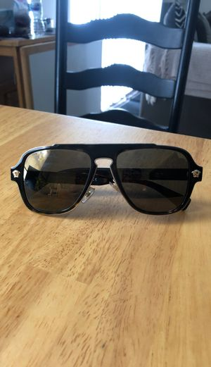 Versace Medusa Charm 2199 Sunglasses for Sale in Tampa, FL