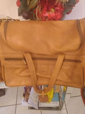 """Hartmann Classic Vintage Belting Leather Gym Duffle Bag. Size is 21""""x11""""x10 for Sale in TWN N CNTRY, FL"""