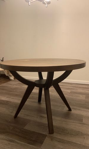 Round dining table for Sale in Belmont, CA