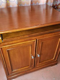 FREE STORAGE CABINET/ DESK. Located In Tamarac for Sale in Fort Lauderdale,  FL