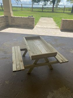 Chicknic table for Sale in Robinson,  TX