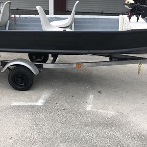 15 Ft. Boat With New Battery And Trolling Motor Clean Title In Hand! for Sale in Sebring, FL