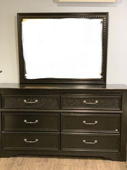 Black dresser. for Sale in Santa Ana,  CA