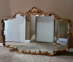 Vintage Gold Ornate Wall Mirror by Carolina Mirror Company for Sale in Victorville, CA