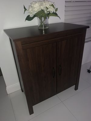 Cabinet with two shelves for Sale in Pembroke Pines, FL