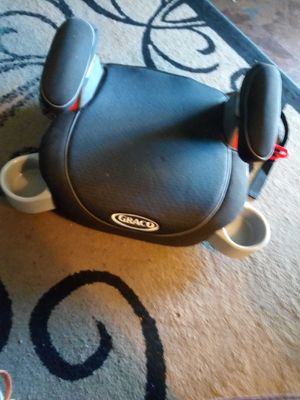 BRAND NEW GRACO BOOSTER SEAT WITH PADDING OR ARM REST AND 2 CUP HOLDERS ASKING $35 MUST PICK UP 73RD AVE AND INDIAN SCHOOL for Sale in Phoenix, AZ