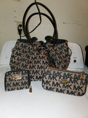 Michael Kors purse, make up bag and wallet set for Sale in Peoria, AZ