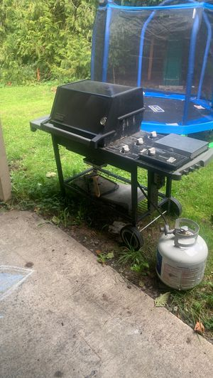 Weber genesis silver ***CLASSIC*** triple burner with side burner for Sale in Puyallup, WA