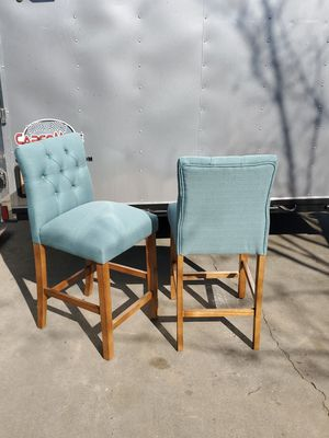 Pair of like-new stool height accent chairs for Sale in Fresno, CA