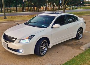 White 08 Nissan Altima!Very Clean! for Sale in Akron, OH