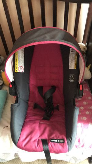 Girls Graco car seat for Sale in West Mifflin, PA