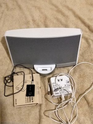 COLOR WITHE BOSE SOUNDOCK PORTABLE DIGITAL MUSIC SYSTEM for Sale in Santa Ana, CA