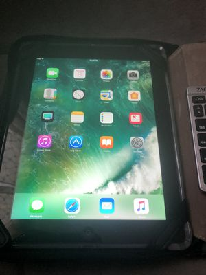 IPAD 4th gen with keyboard and hard case for Sale in Canonsburg, PA
