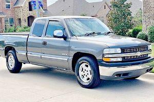 ֆ12OO 4WD CHEVY SILVERADO 4WD for Sale in Fresno, CA