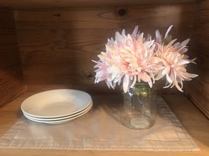 Five stem pale pink silk flowers with vase Pick up in Cleveland Heights for Sale in CLEVELAND, OH
