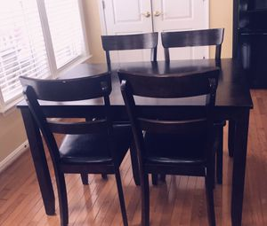 Dining Table & 4 chairs (complete set) for Sale in Sterling, VA