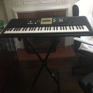 Yamaha keyboard and stand for Sale in Manhattan Beach, CA