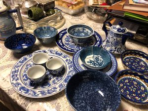 6 plates 5 diff bowls 3 tea cups and tea kettle all together 16 pieces for Sale in Bellwood, IL