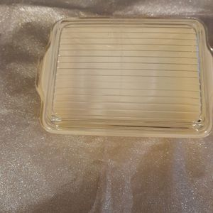 Yellow Pyrex vintage Kitchen Bowl With Lid for Sale in Pennsauken Township, NJ