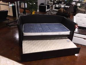 Twin over twin day bed for Sale in Chicago, IL
