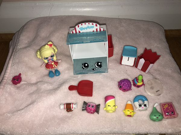 shopkins candy collection with Popette doll .